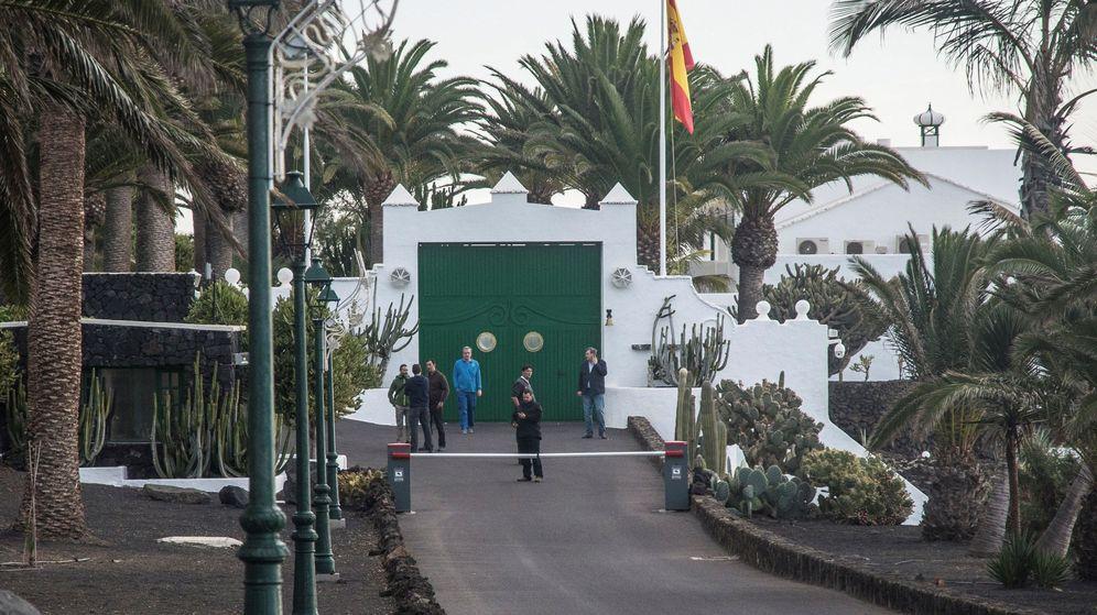 Foto: Fachada de la residencia oficial de La Mareta en Lanzarote. (EFE)
