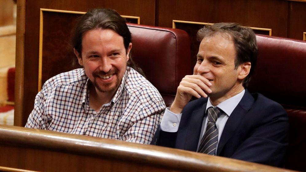 Foto: El secretario general de Unidas Podemos, Pablo Iglesias (izda), y el portavoz de En Comú Podem, Jaume Asens, durante la fallida sesión de investidura. (EFE)