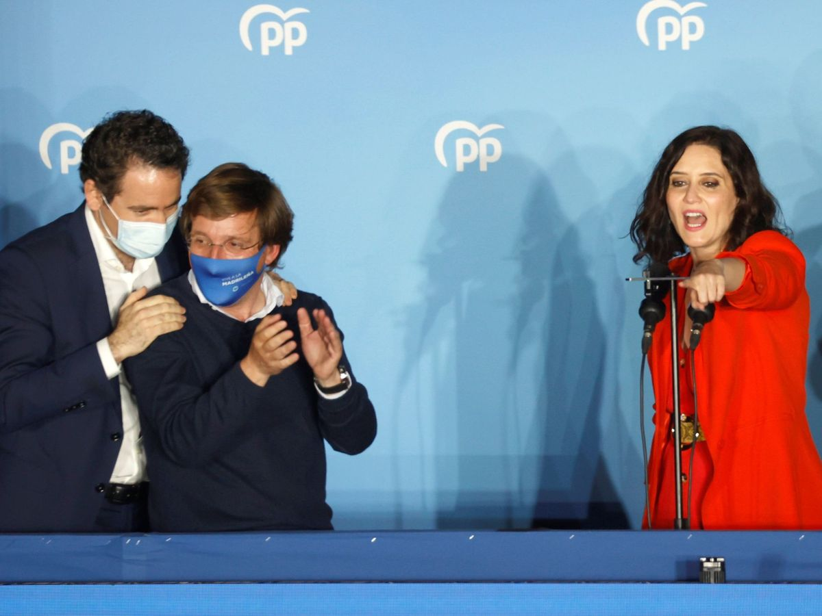 Foto: La presidenta de la Comunidad de Madrid, Isabel Díaz Ayuso, el alcalde madrileño, José Luis Martínez-Almeida (c), y el secretario general del PP, Teodoro García Egea. (EFE)