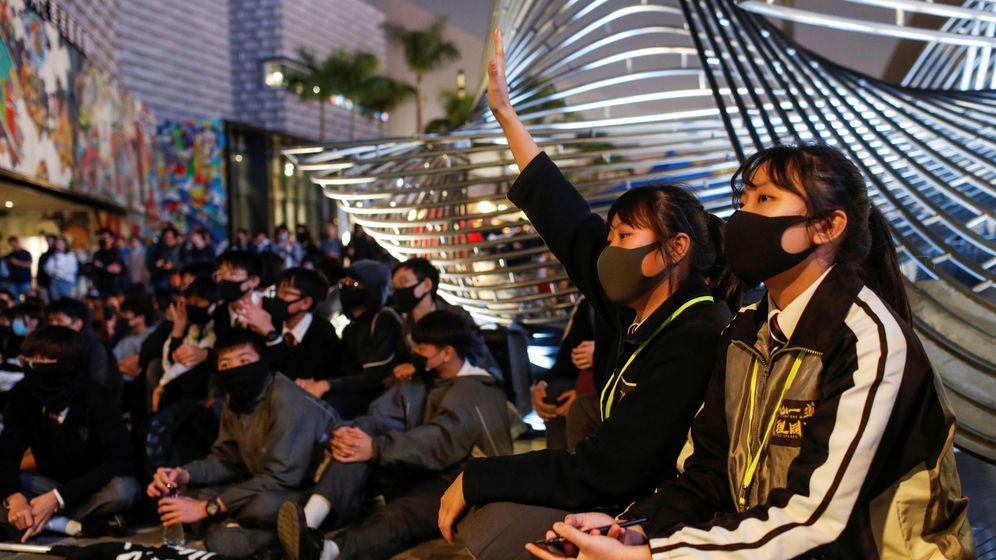 Foto: Protestas de ayer viernes 13 en Hong Kong. (Reuters)