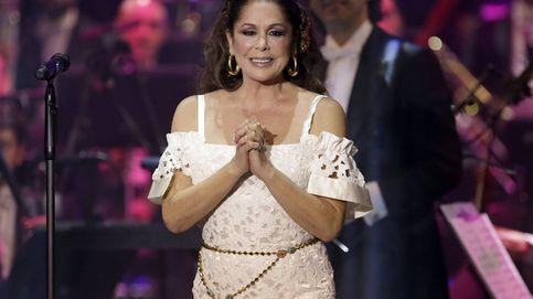 Nerviosa pero con tablas: así ha sido el regreso de Pantoja a los escenarios