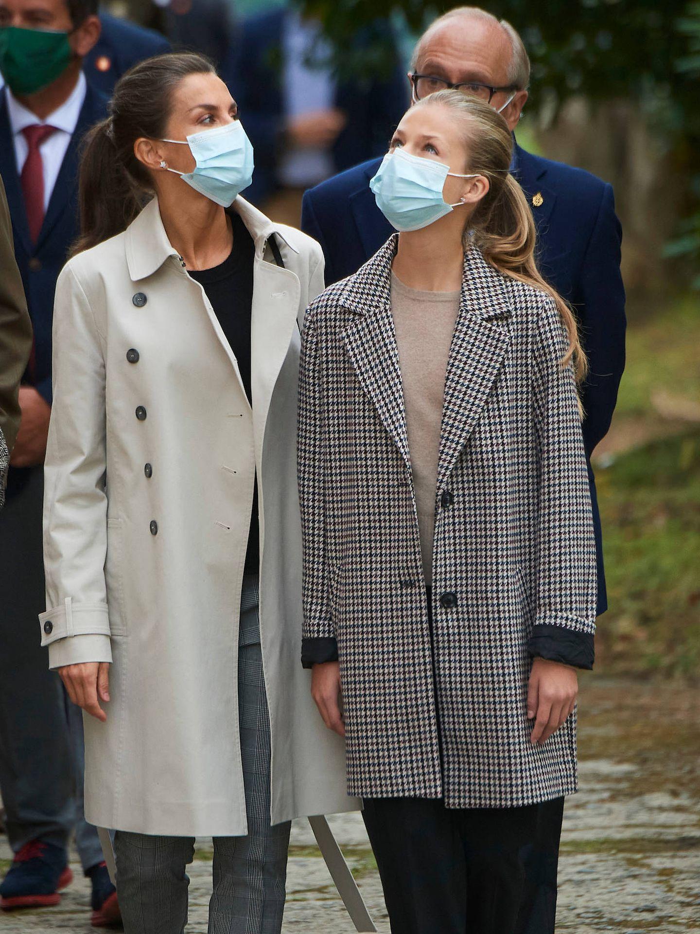 La princesa Leonor y la reina Letizia, el pasado 17 de octubre en Somao. (Limited Pictures)