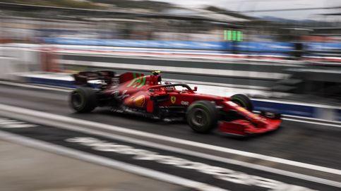 Carlos Sainz con su Ferrari 'volando' en la clasificación de Sochi