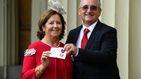 Isabel II entrega a la familia de Ignacio Echeverría la medalla de San Jorge