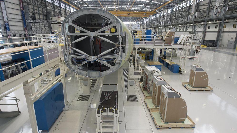 Foto: Imagen del interior de una de las líneas de ensamblaje de Airbus. (Reuters)