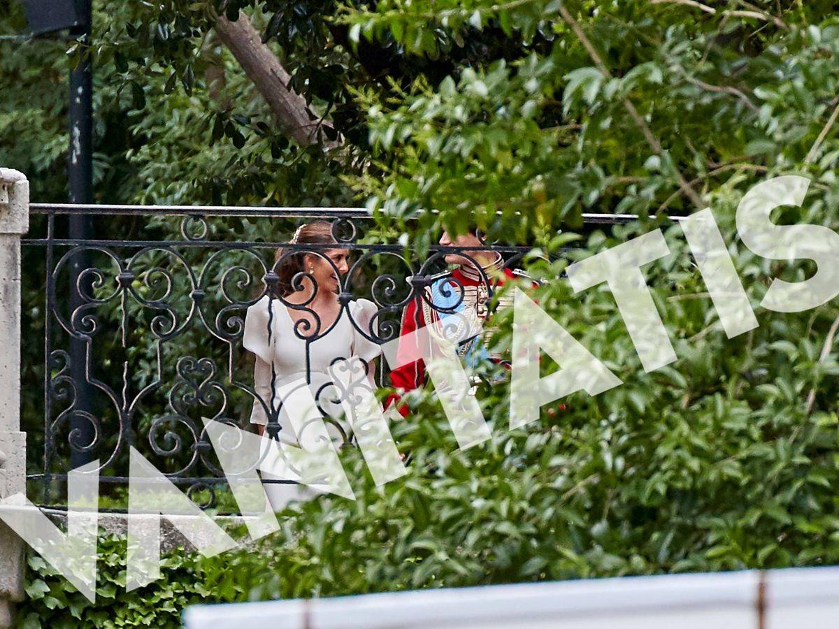 Foto: Belén Corsini, vestida de novia junto a Carlos Fitz-James Stuart. (Vanitatis)