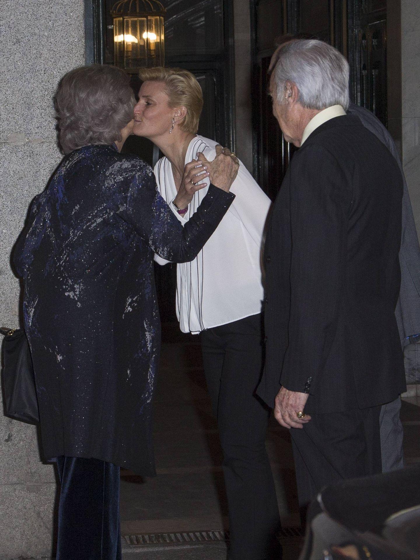María Zurita saluda a doña Sofía. (J.Martín)
