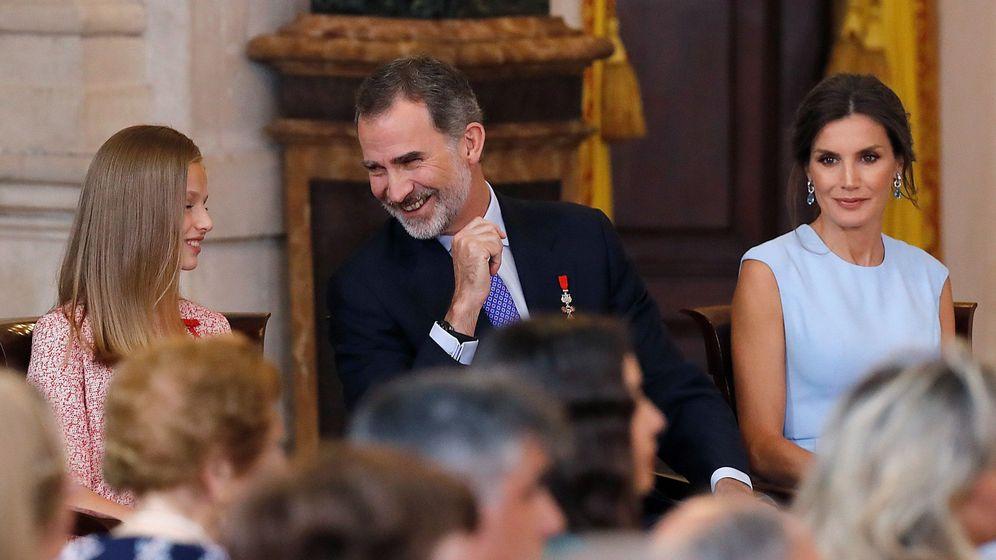Foto: El rey Felipe VI, junto a la reina Letizia y la princesa Leonor. (EFE)