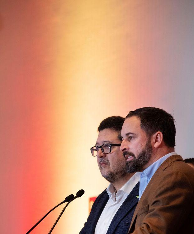 Foto: El presidente de Vox, Santiago Abascal (d), y el candidato a la presidencia de la Junta de Andalucía, Francisco Serrano