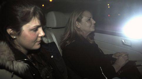 El posado 'forzado' de Marián Flores al lado de sus hijos, Diego y Laura Matamoros
