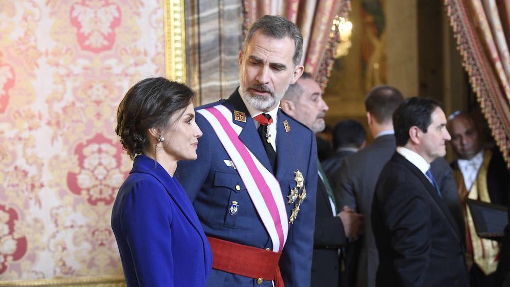 Felipe y Letizia (con un look elegante y arriesgado) presiden la Pascua Militar