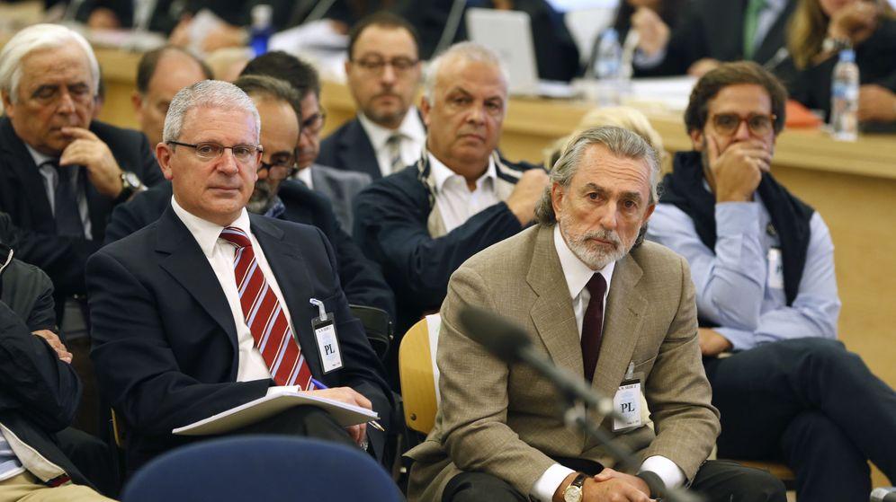 Foto: Francisco Correa (d), presunto cabecilla de la trama Gürtel, y Pablo Crespo (i), exsecretario de Organización del PP de Galicia y supuesto número dos de la trama. (EFE)