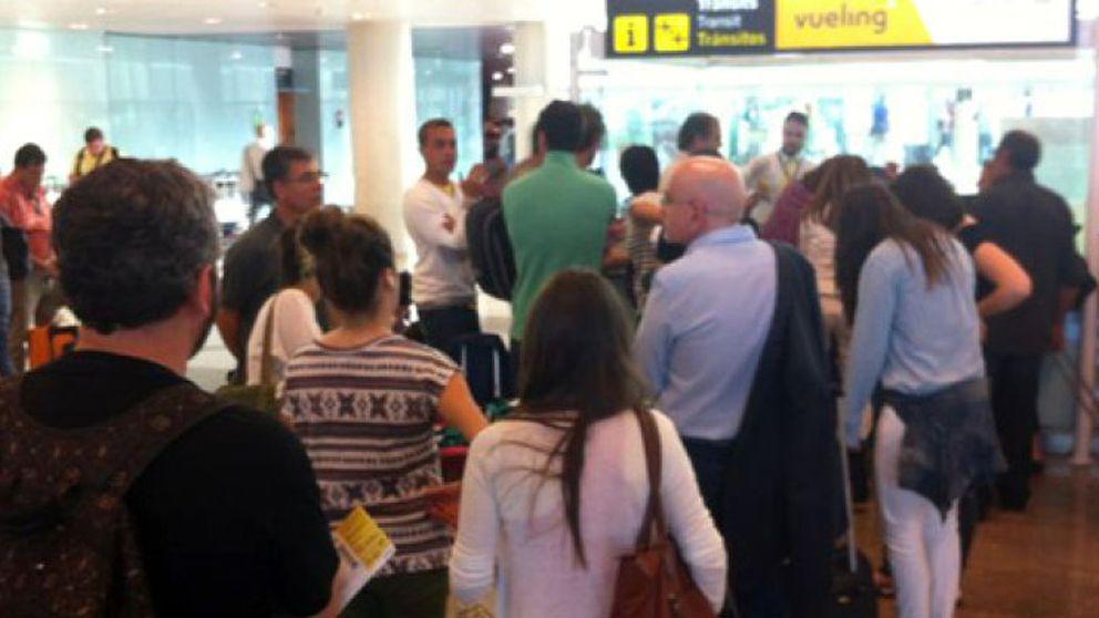 Tensión en el aeropuerto de Barcelona-El Prat por los retrasos y cancelaciones de Vueling
