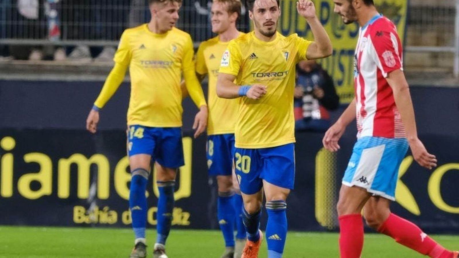 Foto: Jugadores del Cádiz celebran un gol. (Europa Press)
