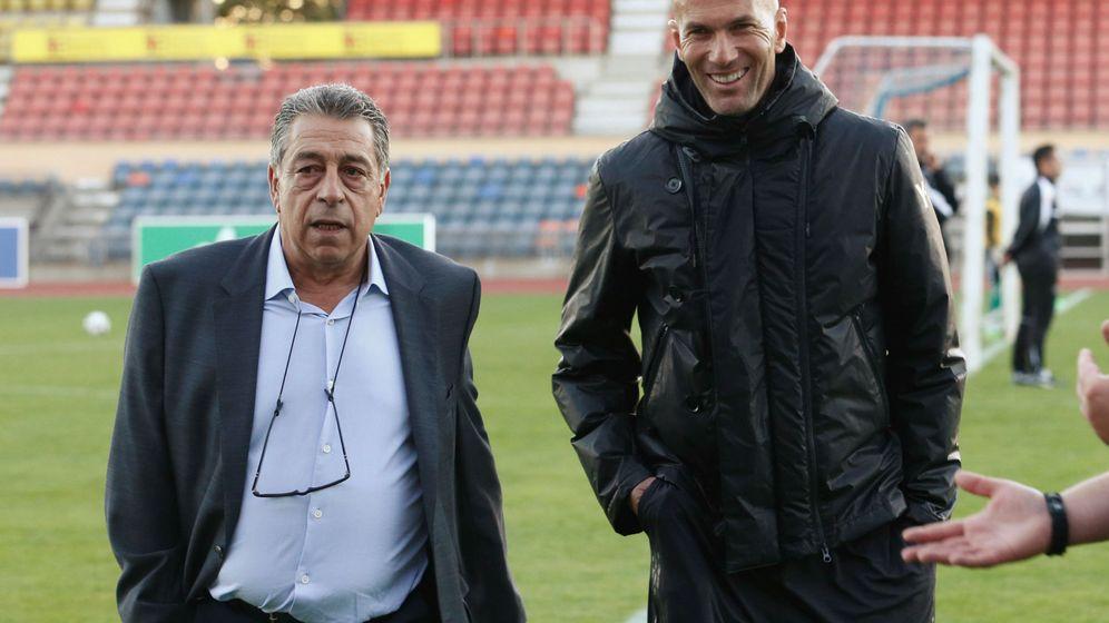 Foto: Alain Migliaccio, junto a Zidane en Lausanne (Suiza), el pasado 3 de octubre. (Reuters)