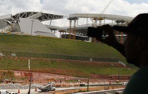 Primero las prisas y ahora un accidente: Brasil ensucia su imagen