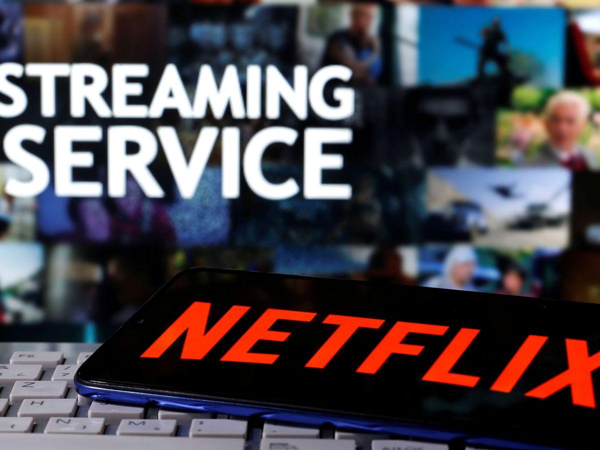 Foto: Logo de Netflix en un teléfono móvil. (Reuters)