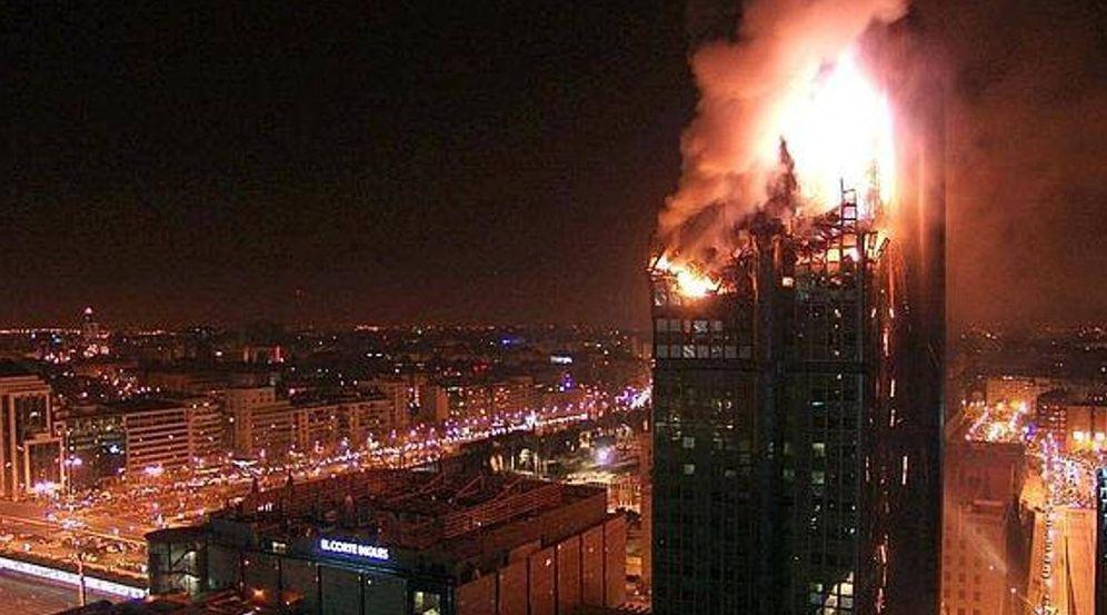Foto: El Windsor, en llamas. (EFE)