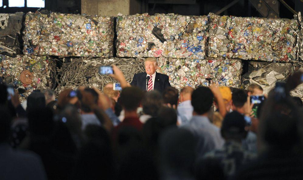 Foto: Trump durante un discurso en Alumisourse, un centro de reciclaje de metal, en Monessen, Pennsylvania. (Reuters)