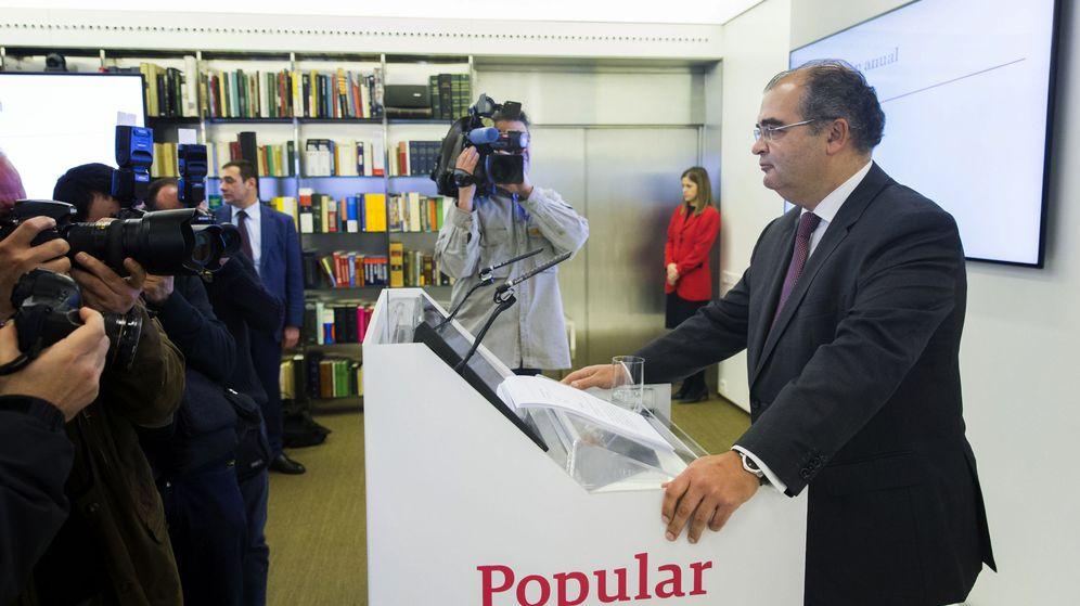Foto: El todavía presidente del Banco Popular, Ángel Ron, durante una rueda de prensa. (EFE)