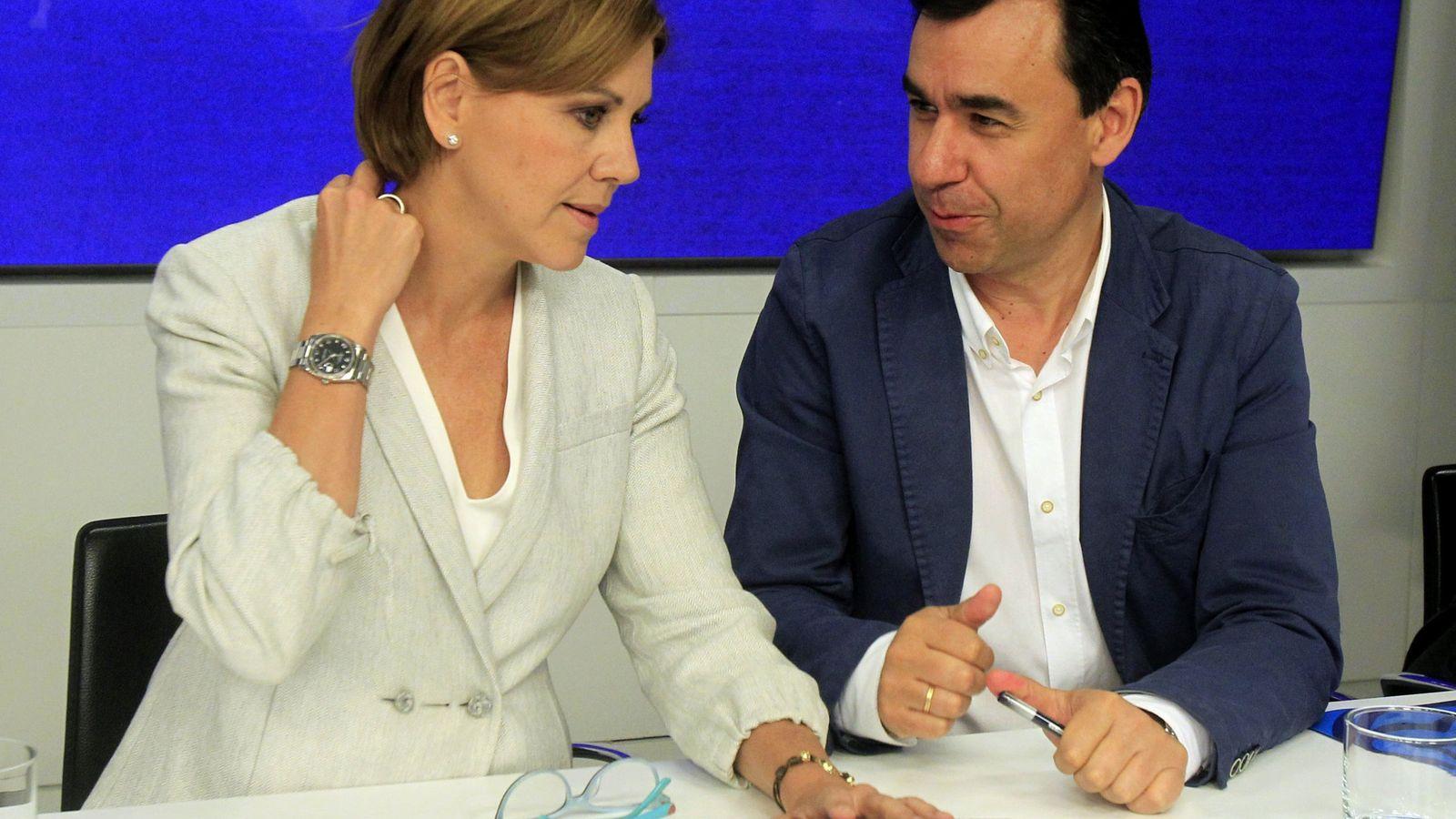 Foto: La secretaria general del PP, María Dolores de Cospedal, conversa con el vicesecretario general del PP, Fernando Martínez-Maillo. (EFE)