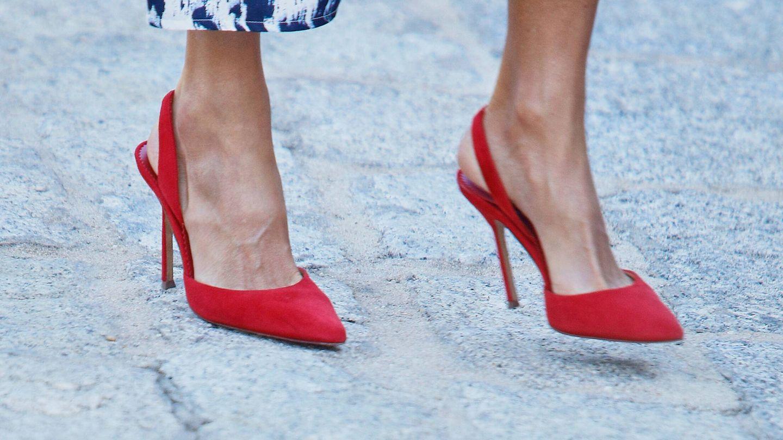 Los zapatos de Carolina Herrera de Letizia. (LP)
