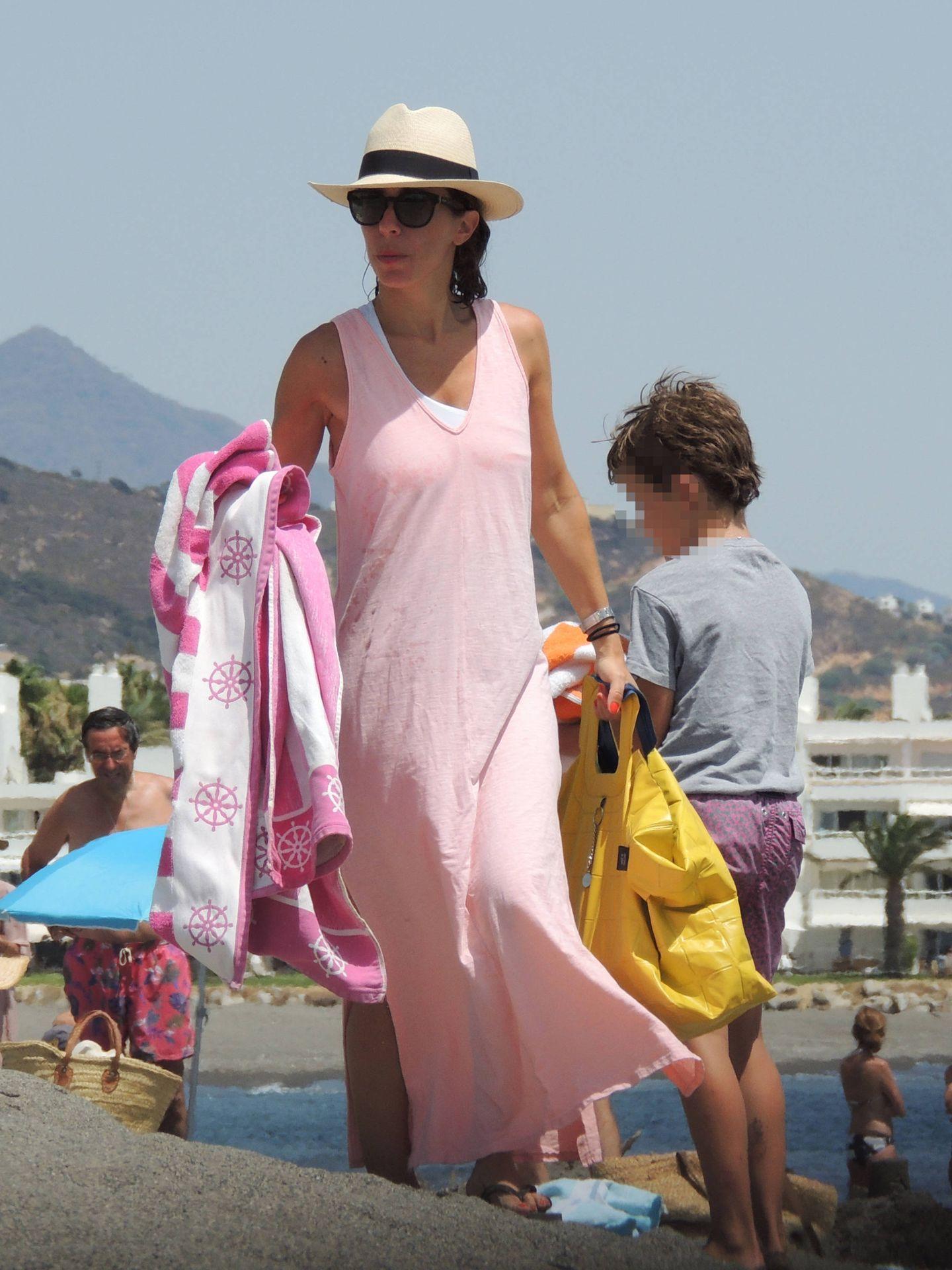 Ana Aznar Botella, de vacaciones en Sotogrande. (Lagencia Grosby)