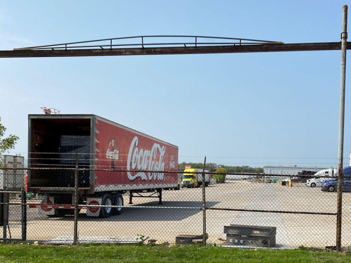 Foto: Coca-Cola cierra su planta de Málaga para concentrar su producción en Sevilla. (Reuters)