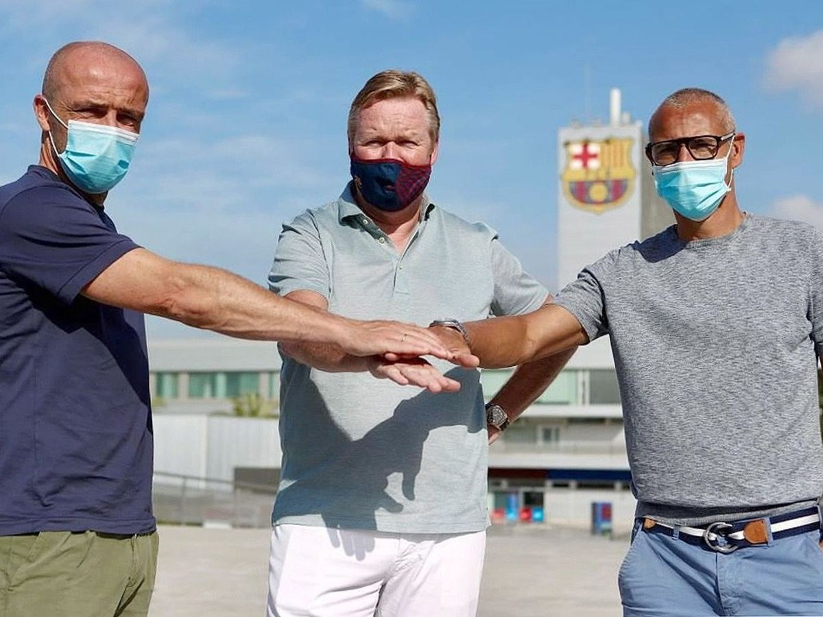 Foto: Alfred Schreuder, a la derecha de Koeman y Henrik Larsson. (REUTERS)