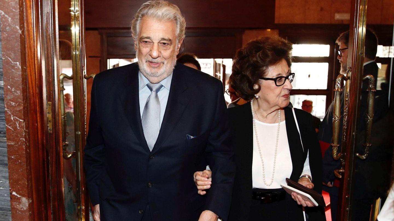 Plácido Domingo, junto a Marta Ornelas  en una imagen de archivo. (EFE)