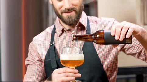 Llevas toda la vida echando mal la cerveza (y te causa problemas)