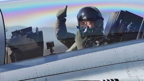 El presidente surcoreano, a bordo de un caza FA-50
