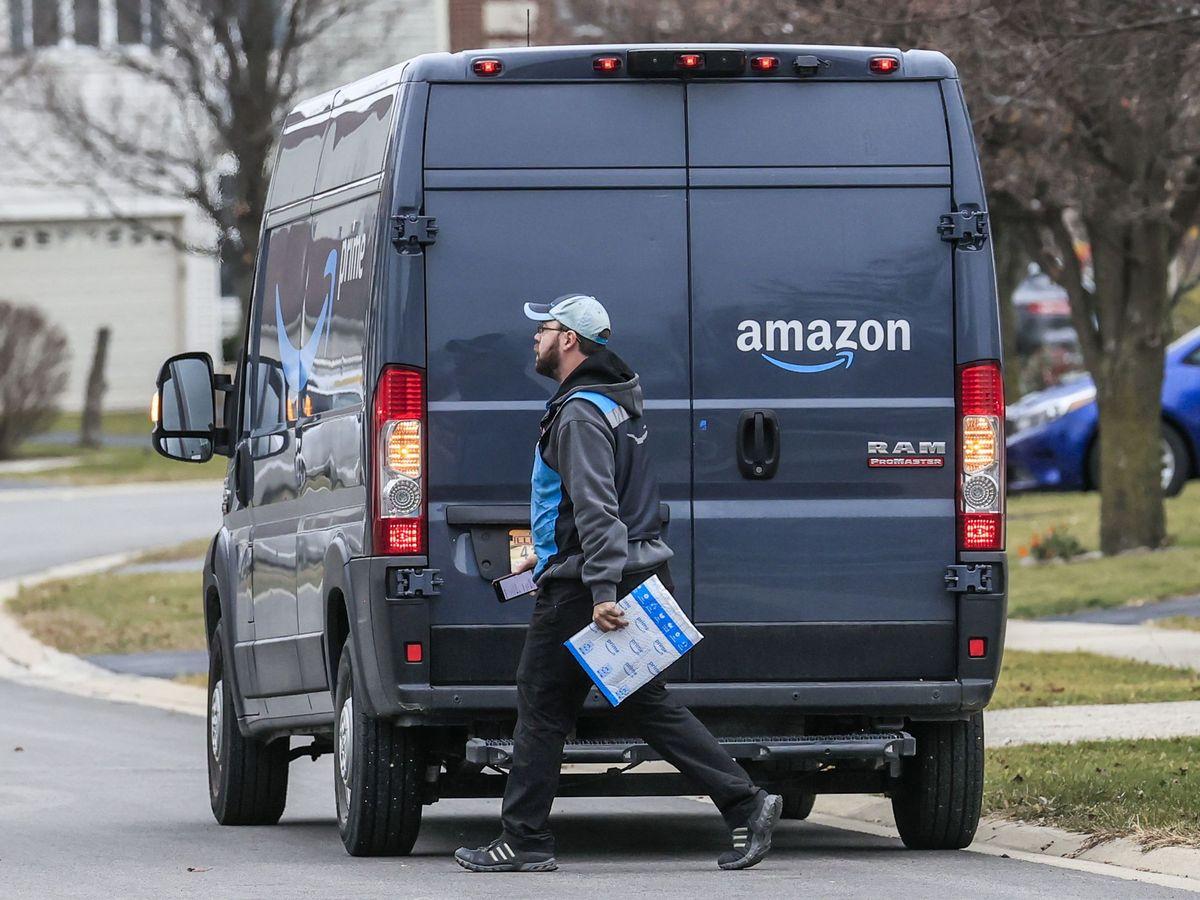 Foto: Un repartidor de Amazon. (EFE)