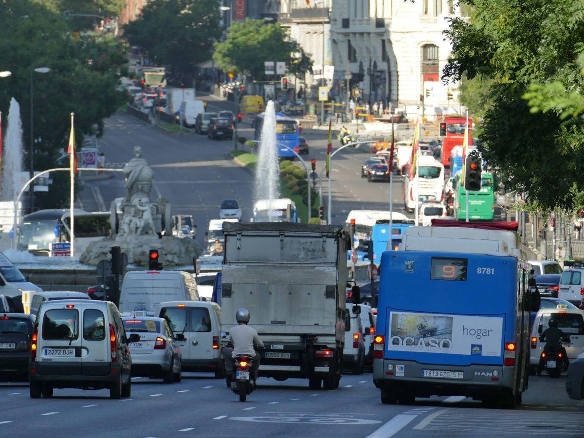 Foto: Imagen de archivo de la calle Alcalá de Madrid, previa a la aplicación del estado de alarma. (EFE)