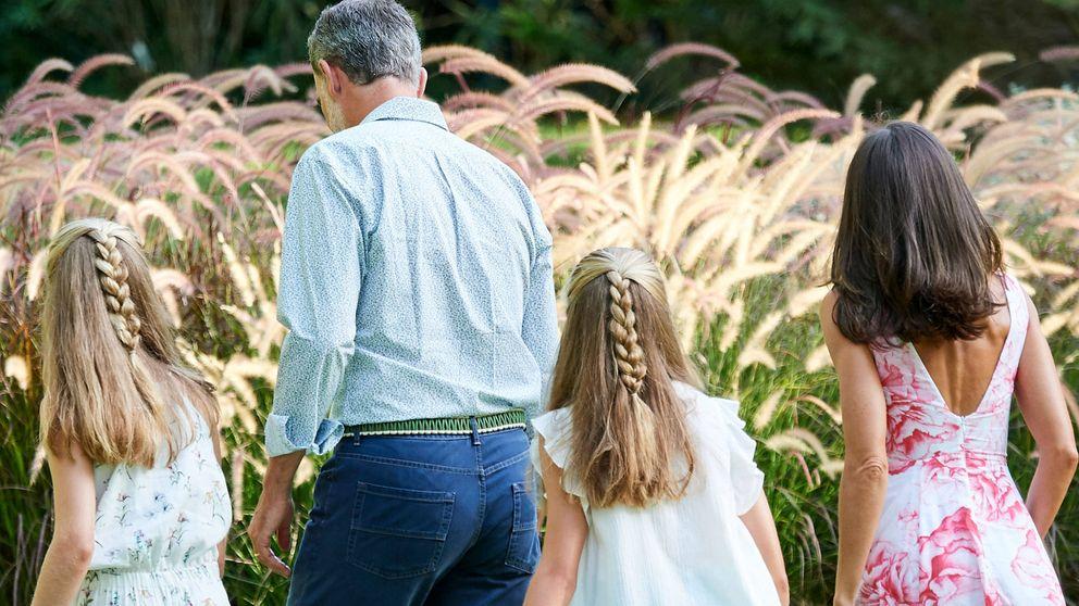 Letizia, Felipe y su 'perfecto retrato familiar' en Mallorca, según la prensa extranjera
