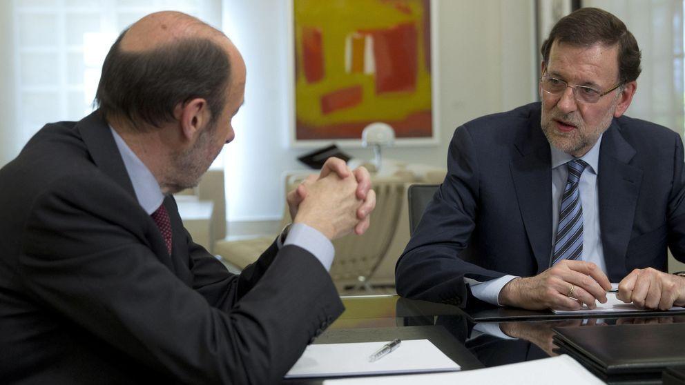 Rajoy y Rubalcaba encabezan 301 diputados para aprobar la abdicación