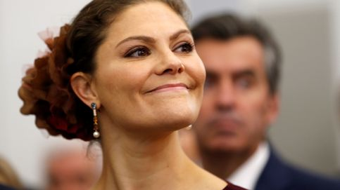 Las rayas están 'realmente' de moda, palabra de Victoria de Suecia y Matilde de Bélgica