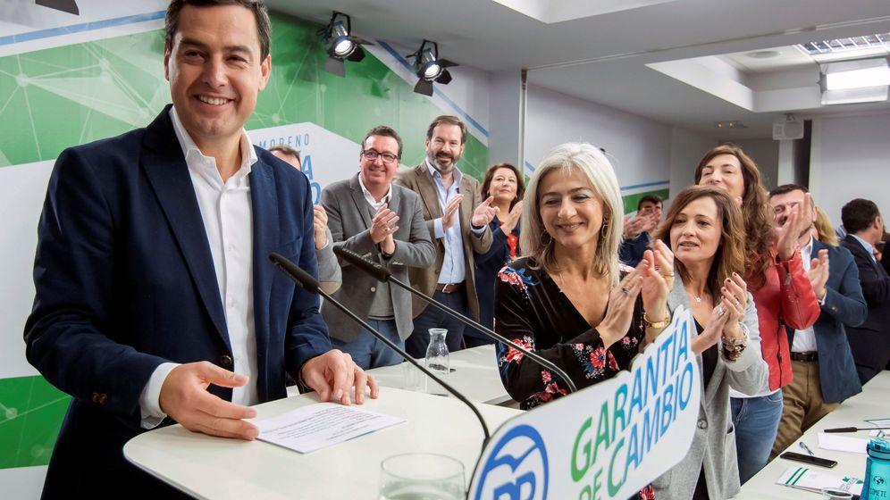 Foto: El presidente del PP Andaluz y candidato a la Presidencia de la Junta, Juanma Moreno (i), en la reunión de la Junta Directiva Autonómica del PP andaluz. (EFE)
