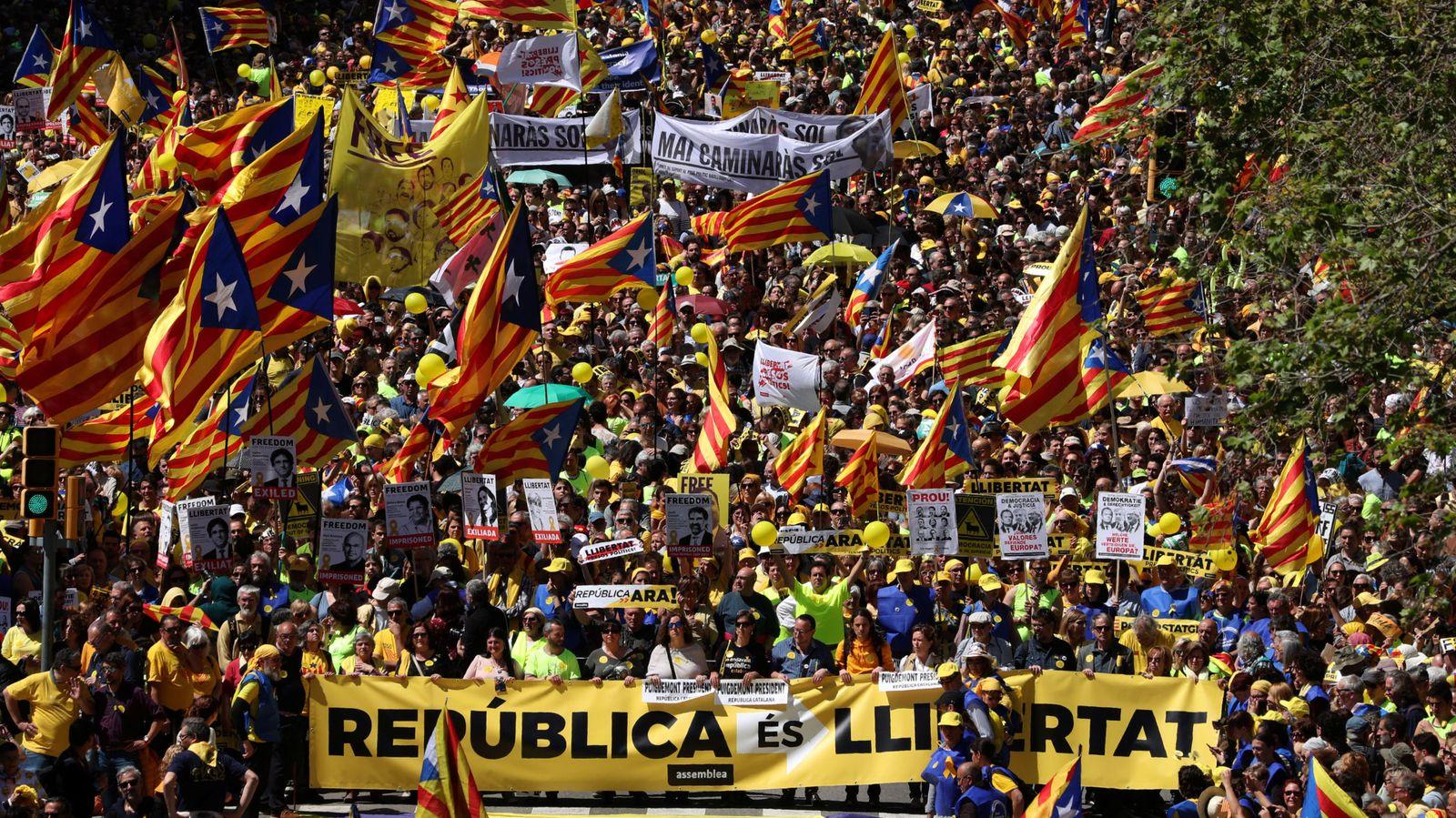 Foto: Manifestación de este domingo por las calles de Barcelona. (Reuters)