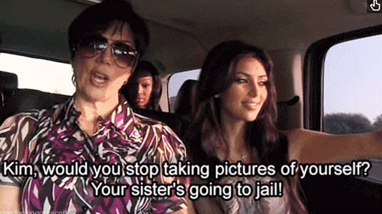 Kris Jenner amonesta a su hija por hacerse selfies.