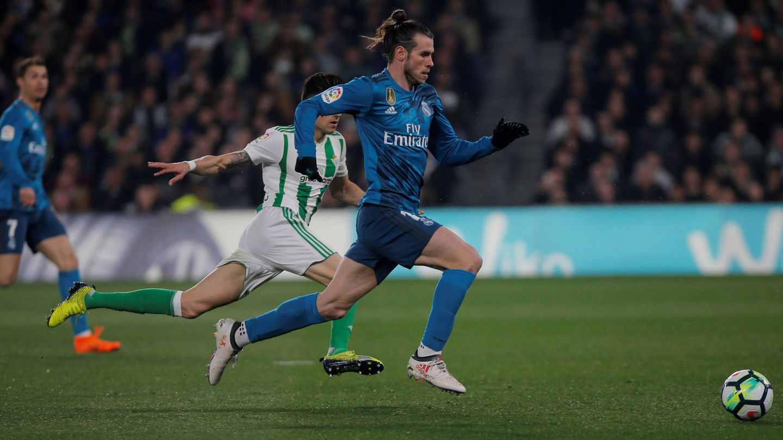 Bale, en carrera contra el Betis. (EFE)