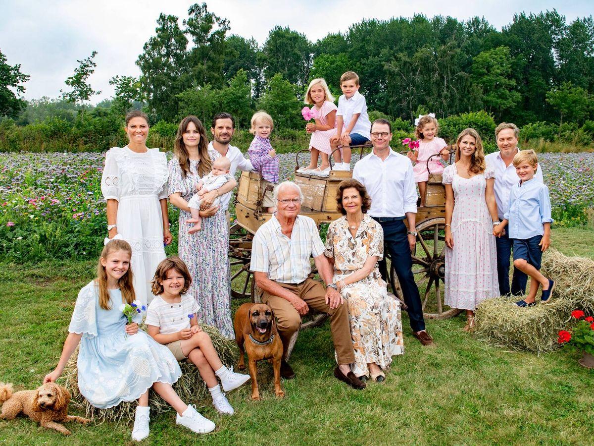 Foto: La familia real de Suecia, posando para la foto. (Jonas Ekströmer para la Casa Real de Suecia)