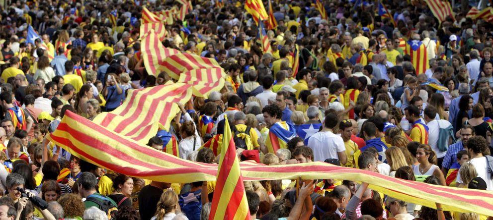 Foto: Miles de personas participan en la cadena humana por la independencia. (EFE)