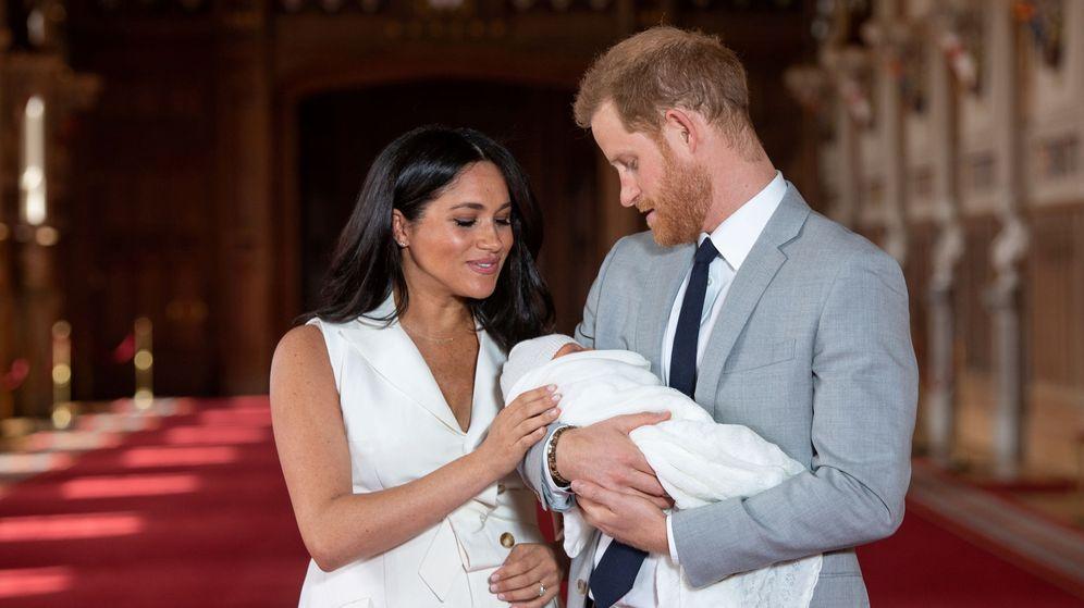 Foto: Meghan y Harry presentando a su hijo recién nacido. (Reuters)
