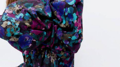 Flechazo rotundo de las invitadas perfectas por este vestido de flores de Uterqüe