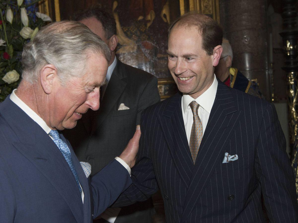 Foto: El príncipe Carlos y el príncipe Eduardo, en una imagen de archivo. (Getty)