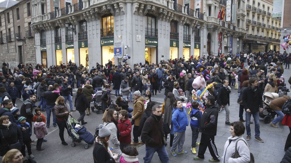 Foto: La céntrica calle Postigo de San Martín, llena de gente. (EFE)