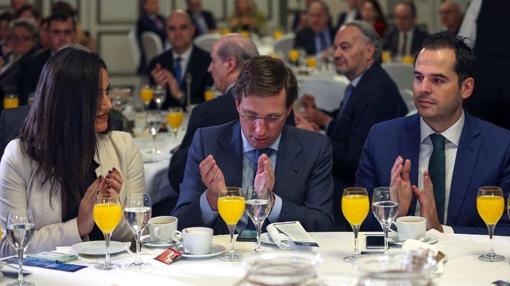 Foto: Los líderes de Ciudadanos y PP, Begoña Villacís y José Luis Martínez-Almeida. (EFE)