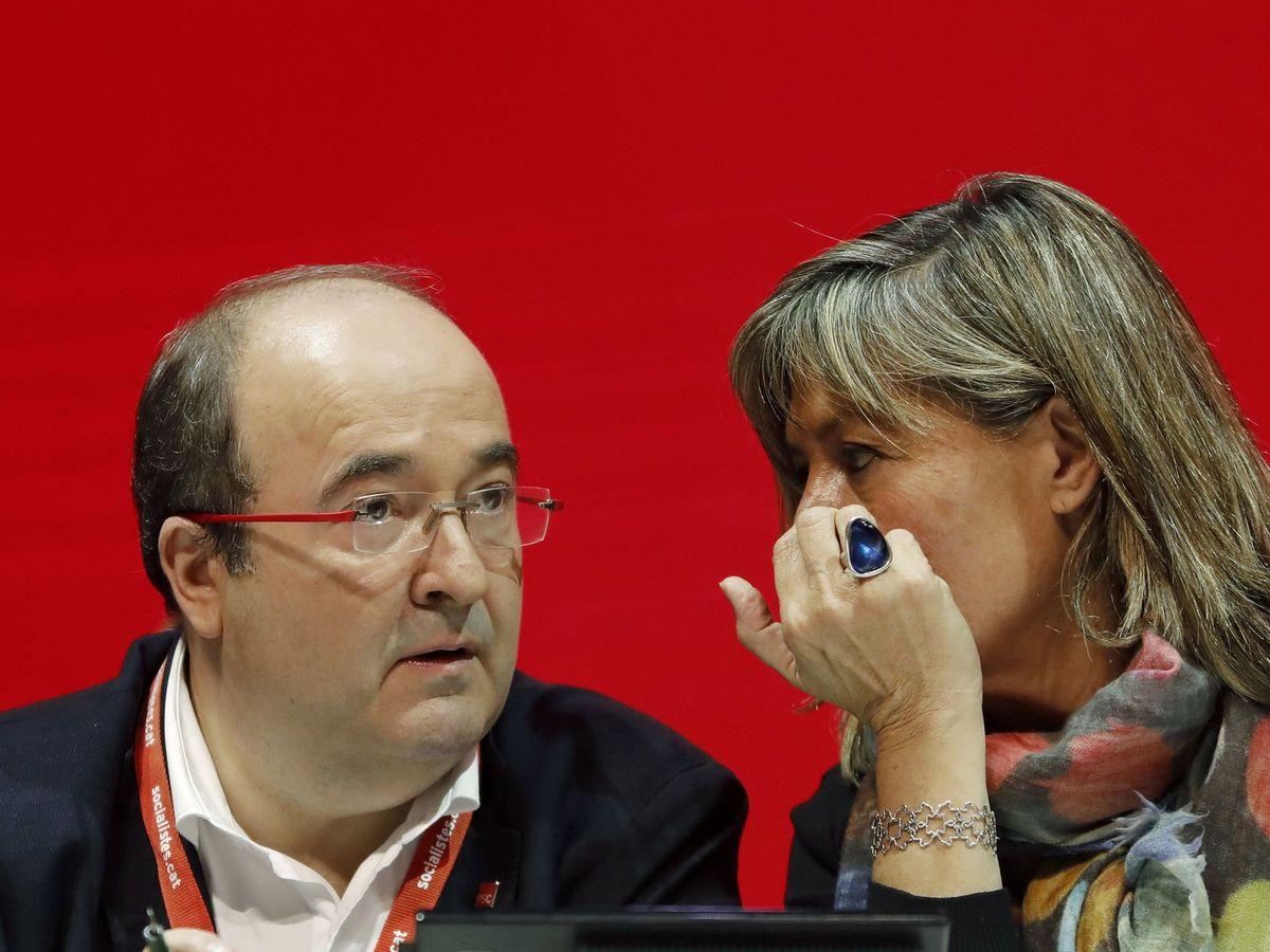 Foto: El secretario general del PSC, Miquel Iceta, acompañado por la alcaldesa de L'Hospitalet de Llobregat, Núria Marín. (EFE)