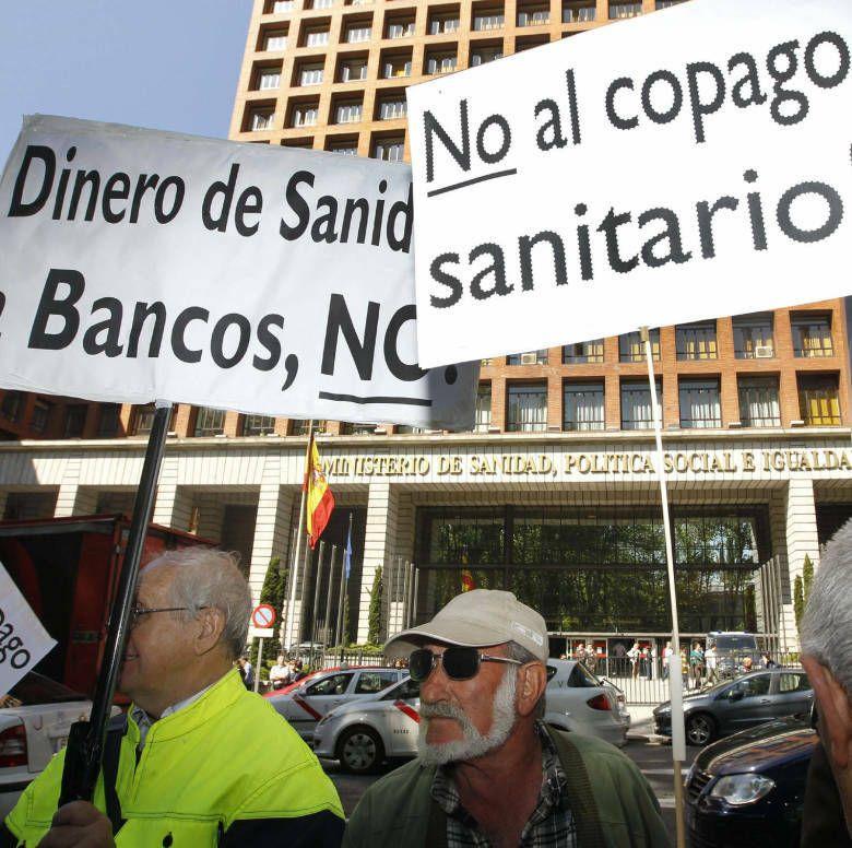 Pensionistas y jubilados se concentran para protestar contra el copago sanitario